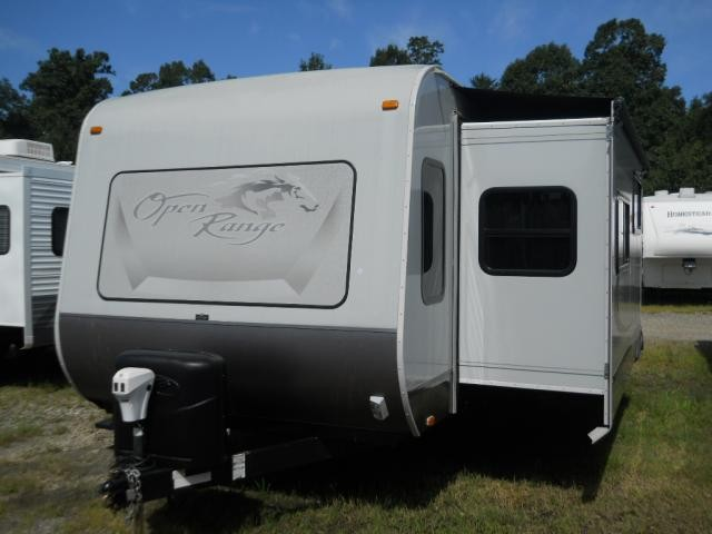 2011 OPEN RANGE ROAMER 281 DOUBLE SLIDE W/ OUTSIDE STOVE, SINK AND TV HOOK UP