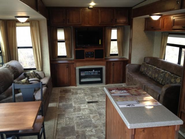 2013 Open Range RV Mesa Ridge 357RES Triple Slide No Carpet! 2 Year Warranty