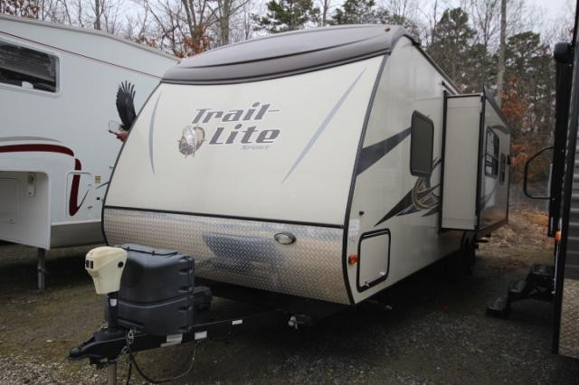 Excellent 2013 RVision TrailLite Sport 26RBS Lightweight 2 Door