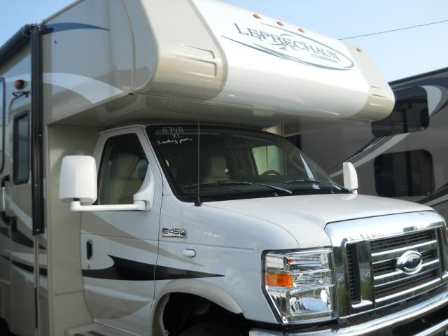 2014 COACHMEN LEPRECHAUN 319DSF W/ LEVELING JACKS AND FIREPLACE