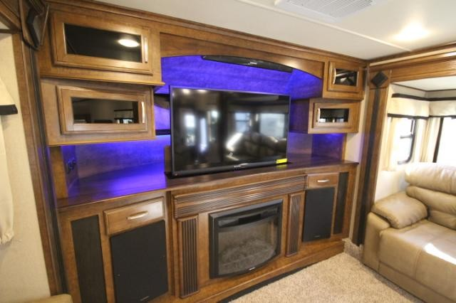 Front Living Fifth Wheel Car Tuning