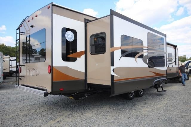 2016 Highland Ridge Mesa Ridge 323rls Triple Slide Rear