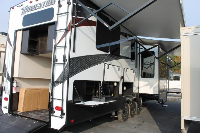 2017 GRAND DESIGN MOMENTUM 376TH FRONT LIVING TOY HAULER 5TH WHEEL OUTSIDE KITCHEN 376TH 49606