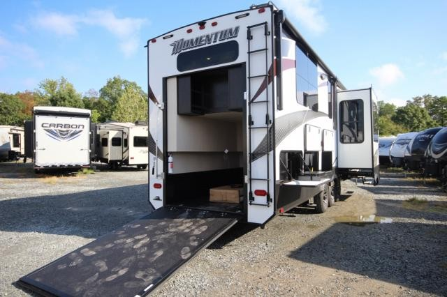 ... 2017 Grand Design Momentum 376TH Front Livingroom Rear Bedroom Five  Slide Toy Hauler Must See Brand ...