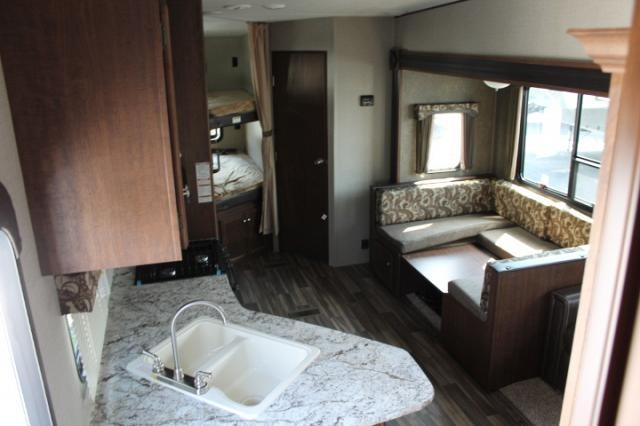 2018 keystone hideout 281dbs 5th wheel camper bath and 1 2 for 2 bathroom 5th wheel