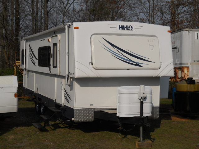 2008 Hi-Lo 2708 TOW LITE 27T Lightweight Easy to tow, Store in Garage! HILO