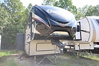 2015 Outback Fifth Wheel Diamond Edition 286FRL Rear Living Tri-fold Sofa Recliners Free Standing Dinette Kitchen Island Counter Space Hutch Area Corner Radius Shower Very Nice Must See CONCORD NC