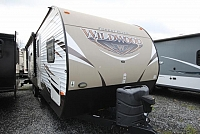 2016 Forest River Wildwood 28RLDS Rear Living Recliners Tri-Fold Sofa Booth Dinette Corner Radius Shower 2 Slides 2 Entries Well Maintained CONCORD NC