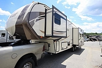 2017 Forest River Wildcat 28SGX Triple Slide Light Weight Rear Living Fifth Wheel Auto Level Concord NC