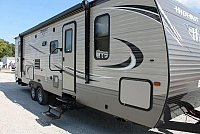 2018 KEYSTONE HIDEOUT 28BHS REAR BUNK MODEL WITH DOOR TO BATHROOM BUILT IN VAC SYSTEM AND POWER JACKS DUNCAN SC