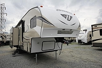 2017 Keystone Hideout 299RLDS 5th Wheel Rear Living Double Slide Free Standing Table w/ 4 Chairs DBL Bed Central Vac CONCORD NC