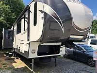 2017 Keystone Sprinter 357FWLFT Quad Slide Mid Bunkhouse Fifth Wheel Bed Slide Big Living Area Lots of Space Duncan SC