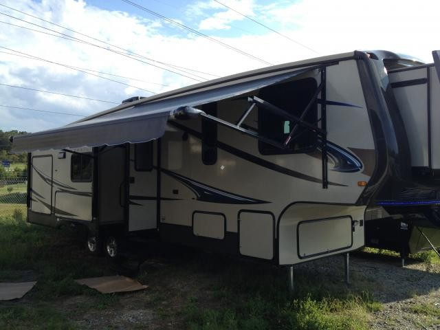 2013 Crossroads Sunset Trail 32RL 3 Slide Fifth Wheel Outside Kitchen LED Awning Lights Concord
