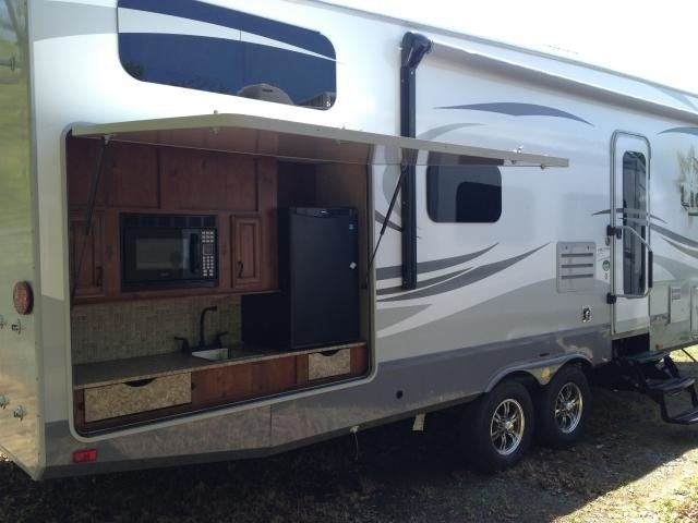 2013 Open Range Light 305BHS 1/2 Ton Towable Fifth Wheel Bunk House Outside  Kitchen