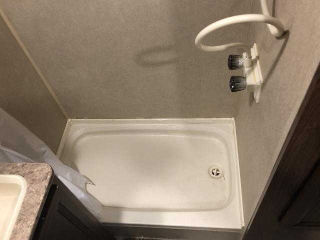 2016 Dutchmen Coleman Lantern 225QB Lightweight Single Slide Rear Bathroom  Travel Trailer Duncan SC