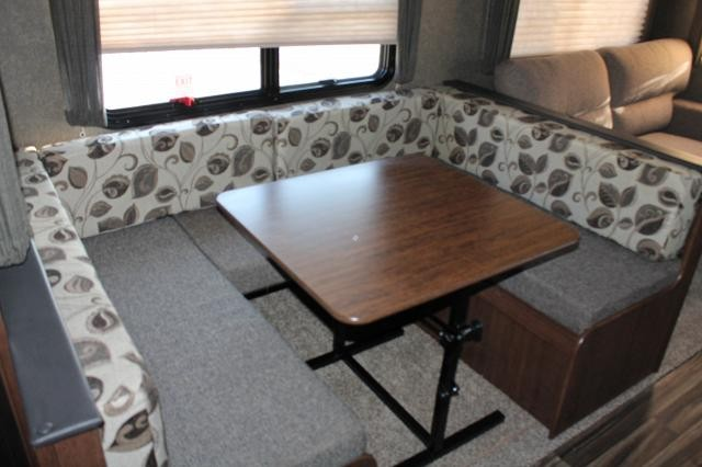 ... 2017 KEYSTONE HIDEOUT 28RKS REAR KITCHEN TRAVEL TRAILER WITH OUTSIDE  KITCHEN POWER JACKS AND BUILT IN ...