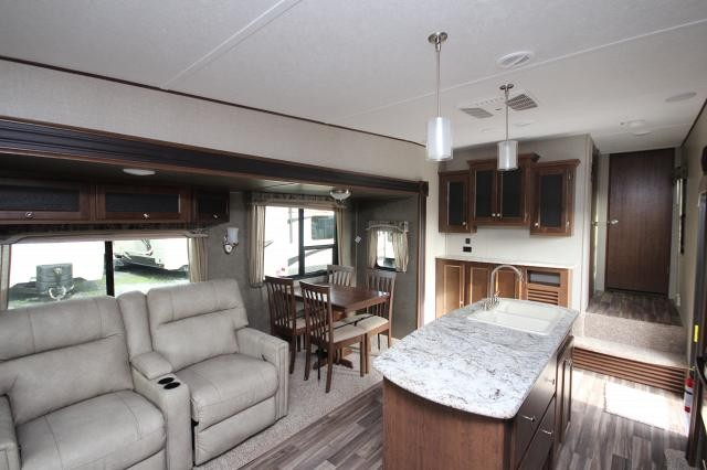Amazing ... 2017 Keystone Hideout 299RLDS 5th Wheel Rear Living Double Slide Free  Standing Table W/ 4 ...