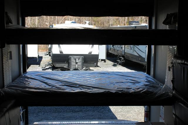 2017 Puma XLE 25TFC Travel Trailer Toy Hauler Outside Kitchen Double Electric Trac Queen Beds 15K A/C Electric Awning Duncan SC