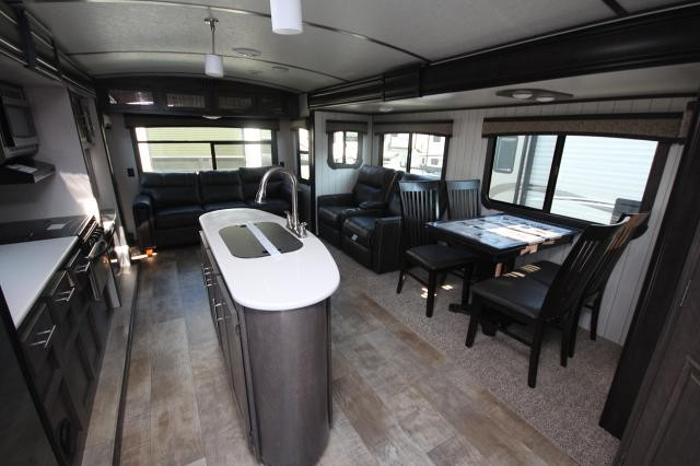 2018 crossroads sunset trail grand reserve 33si rear for Lots of seating in small living room