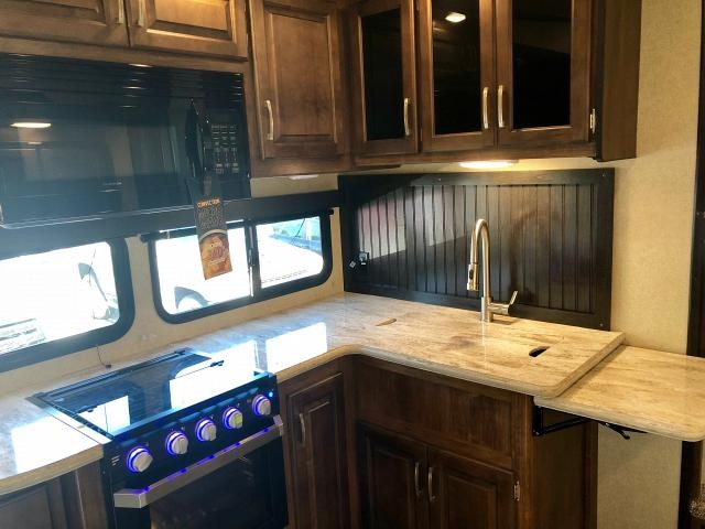 2018 Grand Design Reflection 28BH 5th Wheel Bunkhouse 2 Slides 2 A/C's Outside Kitchen With/TV Auto Leveling Duncan SC