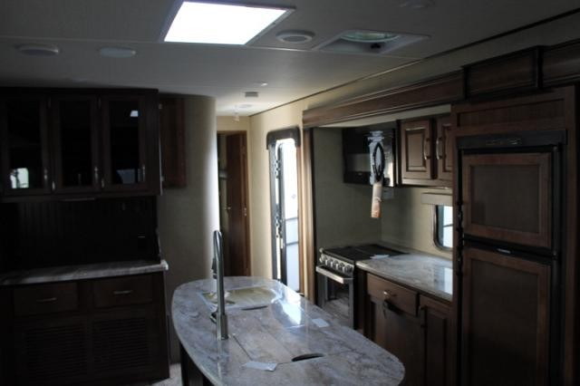 2018 Grand Design Reflection 297RSTS Travel Trailer Rear Living 2 Slides Fireplace Center Island 2 A/C's Power Jacks Outside Kitchen w/TV Duncan SC