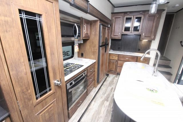 2018 Grand Design Reflection 337RLS Rear Living TV Fireplace Kitchen Island Pantry Hutch Lots of Storage Free Standing Dinette 3 Slides CONCORD NC