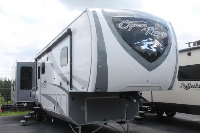 2019 Highland Ridge Open Range 371MBH Mid-Bunk 5th Wheel Camper 4 Slides 2  A/C's Auto Level King Bed Outside Kitchen Large Fridge Fireplace 3 Year