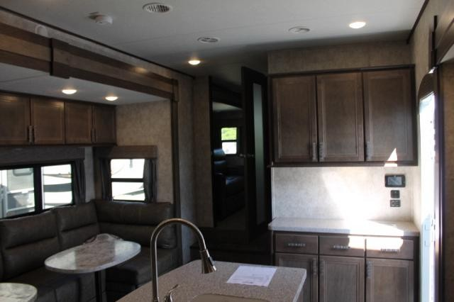 2019 Highland Ridge Open Range 376fbh 5th Wheel Camper Front Living