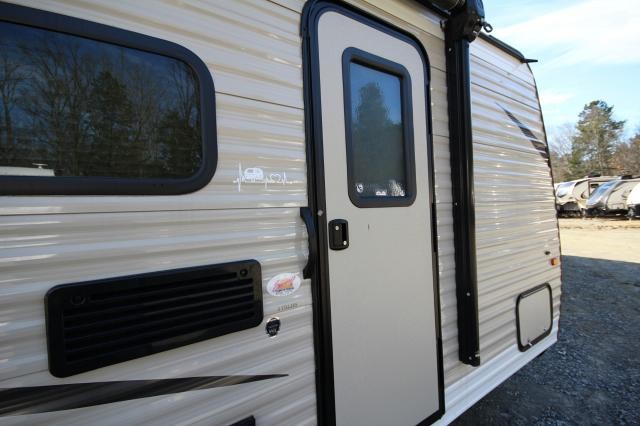 2018 Keystone Hideout 175LHS Rear Bath Rear Twin Bunks Gently Used Booth Dinette Great Size CONCORD NC