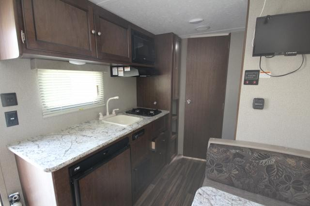 2018 Keystone Hideout 175LHS Rear Twin Bunks Booth Dinette Rear Bath Spacious Shower Overhead Storage Queen Bed Like New CONCORD NC