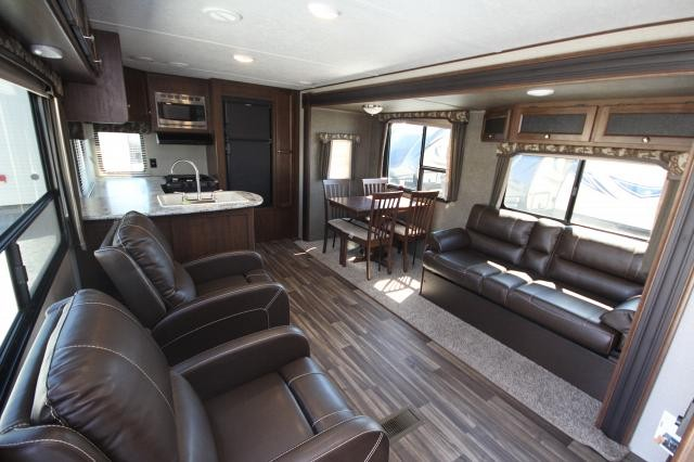 2018 Keystone Hideout 28rks Rear Kitchen Big Windows Table