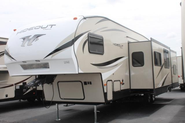 2018 Keystone Hideout 308BHDS 5th Wheel Camper Bunkhouse Bath and 1/2 Outside Kitchen 2 Slides Outside Shower Duncan SC