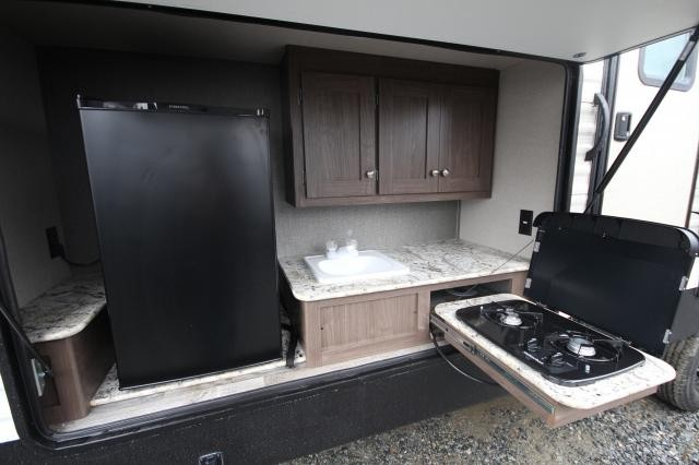 2018 Keystone Hideout 31RBDS Rear Bunk House 2 Slides 2nd Entry Into Bathroom Full Shower U-Shaped Dinette Outdoor Kitchen Aluminum CONCORD NC
