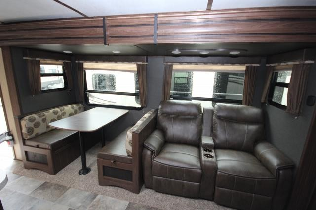 2018 Keystone Sprinter 325BMK Rear Bunk Room Outdoor Kitchen Theatre  Seating Auto Level CONCORD NC