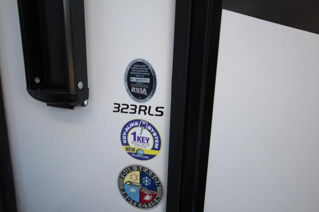 2018 Mesa Ridge 323RLS Rear Living Space 3 Slides Theatre Seating Free Standing Dinette Kitchen Island Spacious Bathroom CONCORD NC