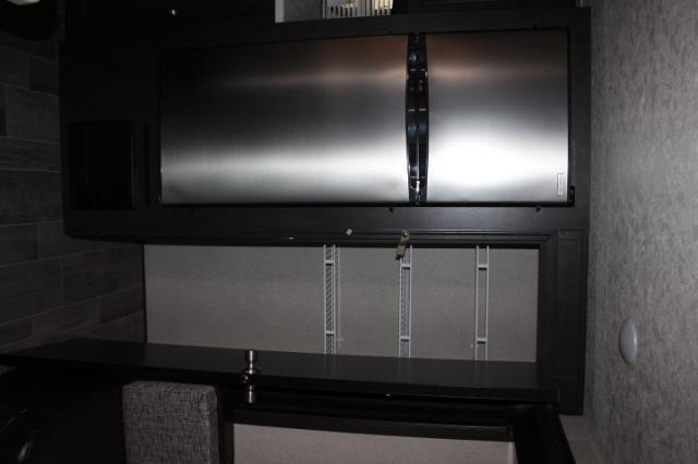 2018 Palomino Puma 32RKTS Travel Trailer Rear Kitchen 2 Slides W/D Prep Outside Induction Cooktop Large Wardrobe Walk-in Shower Duncan SC