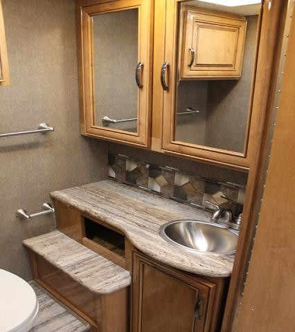 2018 Thor Quantum RQ29 Class C Gas Motorhome Ford Chassis and Engine 1 Slide w/Topper Onan Generator Heated Mirrors w/Camera Backup Camera 3 TV's Auto Level Queen Bed Nice Kitchen Duncan SC