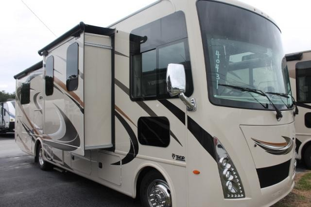 2018 Thor Windsport 31Z Class A Gas Motorhome Ford Chassis and V-10 Dual A/C's 3 TV's Auto Leveling Drop Down Bunk Backup and Mirror Cameras Onan Generator Duncan SC