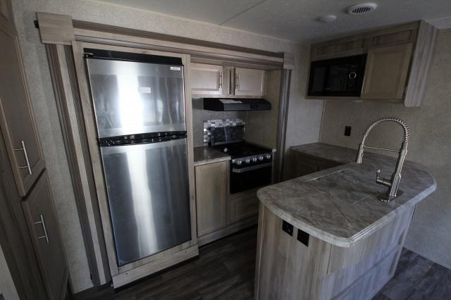 2019 Catalina 333BHTS Rear Bunk House Booth Dinette Solid Steps L-Shaped Kitchen Counter 2 Slides Corner Radius Shower Jack Knife Sofa Fireplace CONCORD NC