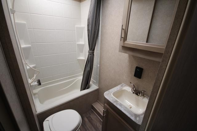2019 Coachmen Catalina SBX 261BHS Rear Double Bunks Rear Bath w/ Full Shower One Slide Booth Dinette Outdoor Kitchen CONCORD NC