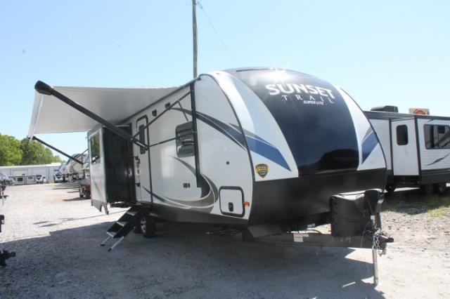 2019 CrossRoads Sunset Trail 250RK Travel Trailer Rear Kitchen 3 Slides Large Wardrobe Bed Slide Outside Grill Theater Seating Free Standing Dinette Duncan SC