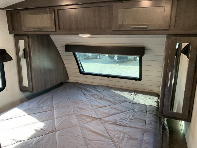 2019 Crossroads Sunset Trail 285CK Lightweight Double Slide Center Kitchen Travel Trailer Duncan SC