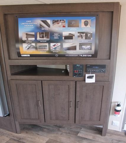 2019 Forest River Salem 28RLSS Travel Trailer Rear Living 1 Slide Power Jacks and Awning Residential Fridge LED Accents Residential Mattress Solid Step Duncan SC