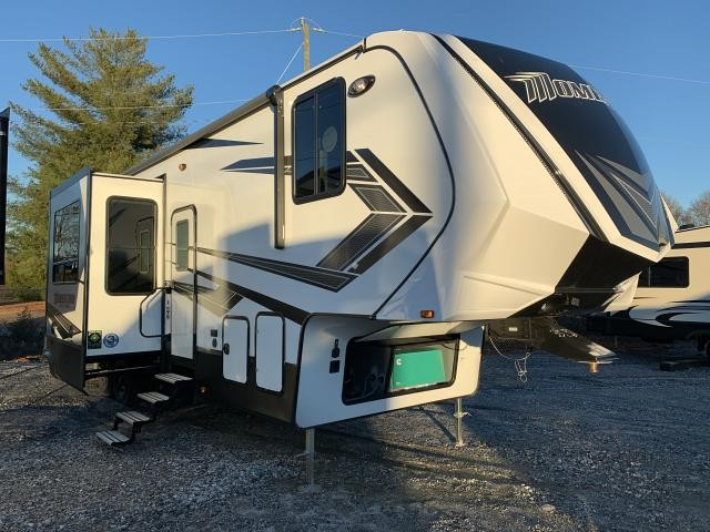 2019 Grand Design Momentum G-Class 350G Triple Slide Fifth Wheel Toy Hauler Duncan SC