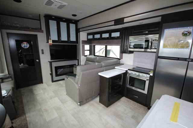 2019 Grand Design Momentum Toy Hauler 395m M Class