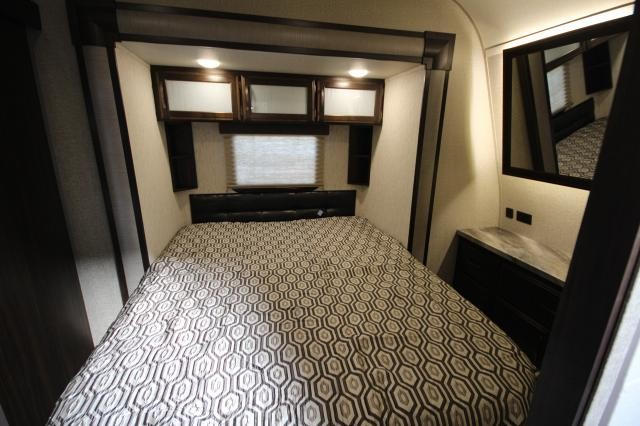 2019 Grand Design Momentum Toy Hauler 21 G-Class Travel Trailer Queen Bed Slide Euro Chairs Ramp and Patio 14'2