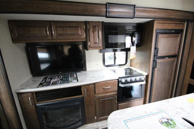 2019 Reflection Fifth Wheel 31MB Middle Bunk Room Rear Dining Entertainment U-Shaped Dinette Fireplace Kitchen Island Theatre Seating 3 Slides Solid Steps CONCORD NC