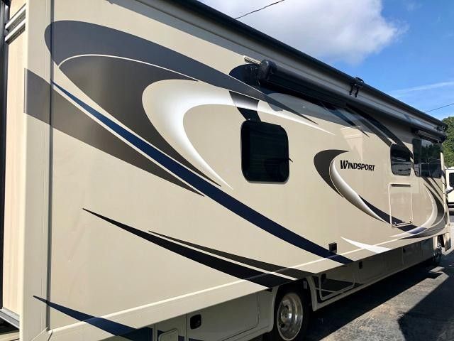 2019 Thor Windsport 34R Class A Gas Motorhome Ford Chassis and V10 2 A/C's Onan 5500 Generator Duncan SC